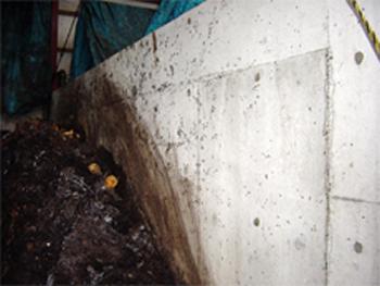 生ゴミ処理場の以前の状況 液肥で腐敗が進み、腐敗臭とハエが酷い