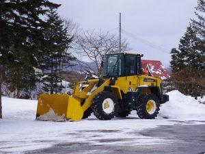 ガソリンスタンドの除雪車