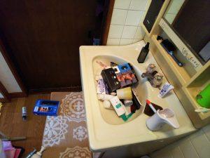 地震直後の洗面所