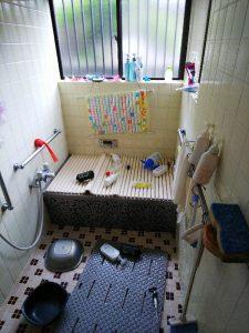 地震直後の風呂場