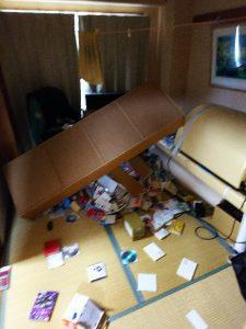 地震直後の事務所③