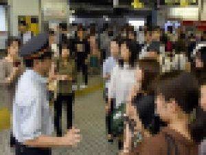大阪北部地震・通勤通学で混乱する人々(地下鉄御堂筋線・江坂駅)