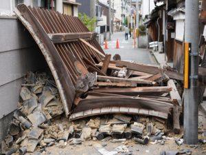 大阪北部地震・茨木市浄教寺薬医門倒壊