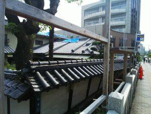 大阪北部地震・茨木神社の傾いた壁