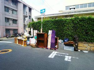 大阪北部地震・廃棄される家具②