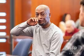 米サンフランシスコの裁判所で下された判決に反応を示す原告のジョンソン氏
