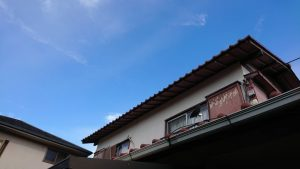 台風21号の影響で雨どいが無くなった自宅