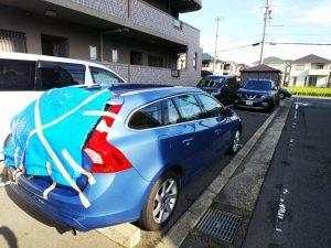 台風21号でリアウィンドウが割れた車