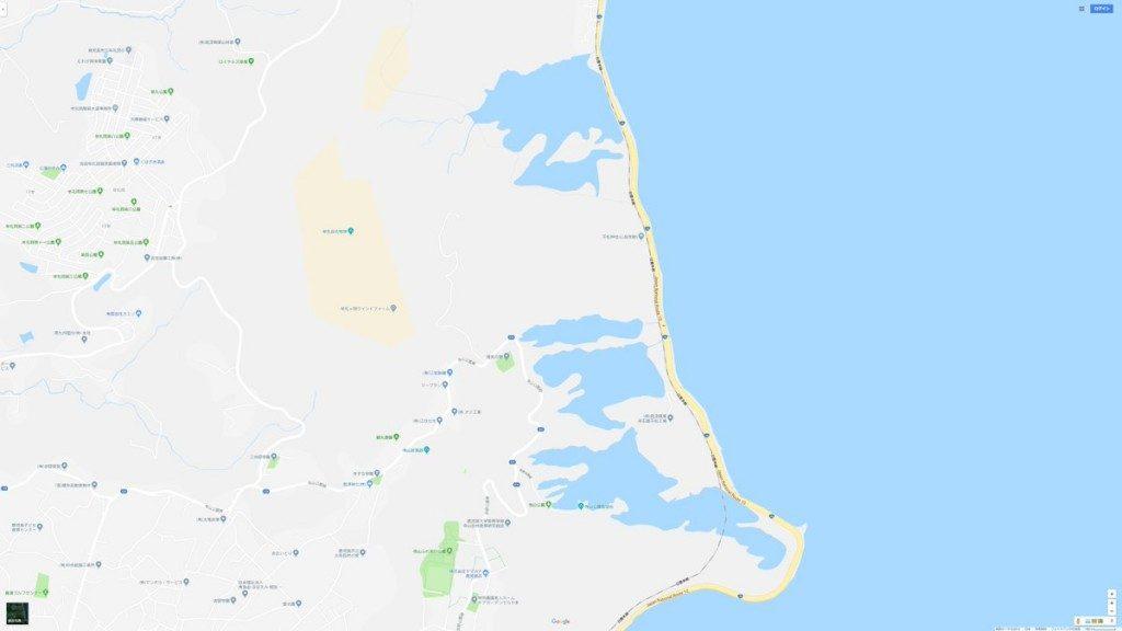 航空写真で山の陰になってる部分を誤認識して謎の湖ができてる。Google マップ