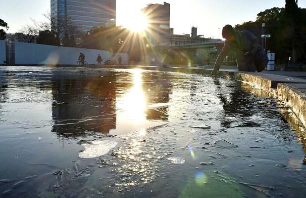 令和3年1月8日 氷の張る大阪城公園