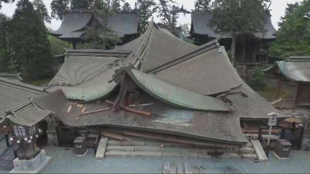"""国の重要文化財""""桜門""""と""""拝殿""""が全壊した阿蘇神社"""